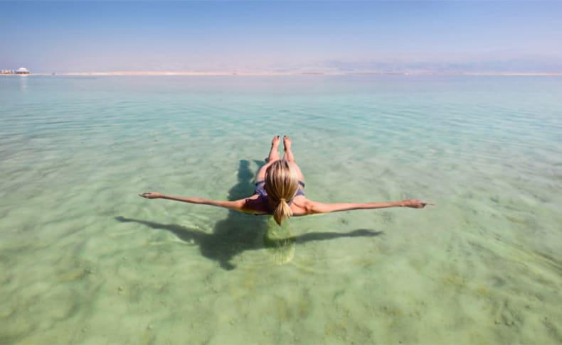 חוף ביאנקיני ים המלח עם בריכות