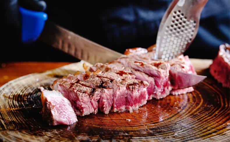 ארוחה זוגית ב'רק בשר' גם ב-T.A
