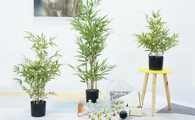 צמחים מלאכותיים במגוון צבעים