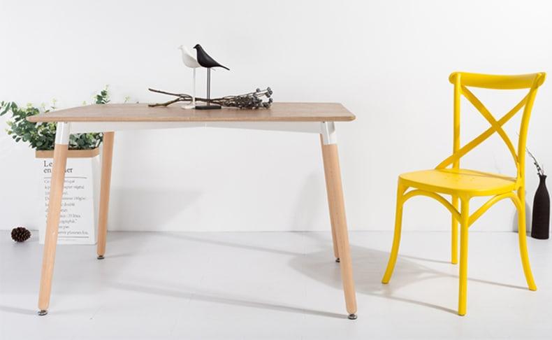 שולחן אוכל עם רגלי עץ מלא