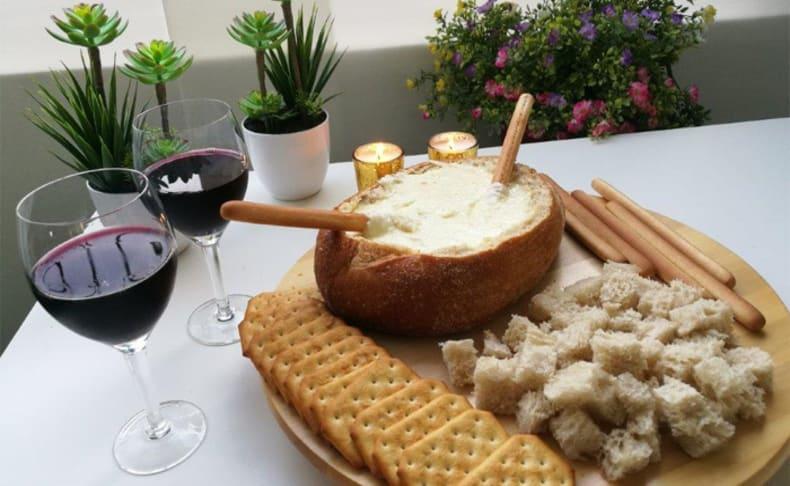 ארוחת פונדו גבינות לרביעייה