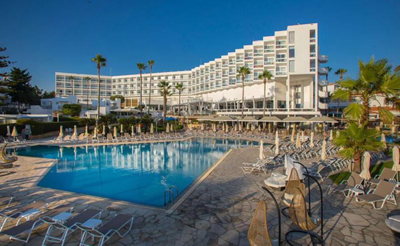 מלון עם חוף פרטי פאפוס קפריסין